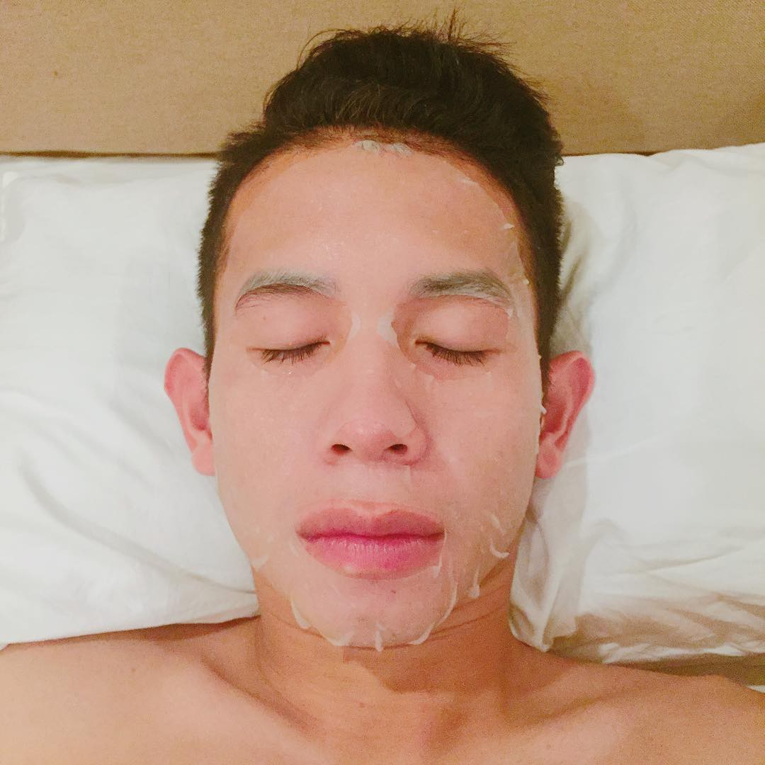 Cầu thủ U23 - Hồng Duy cũng chăm chỉ đắp mặt nạ 1Cầu thủ U23 - Hồng Duy cũng chăm chỉ đắp mặt nạ 1